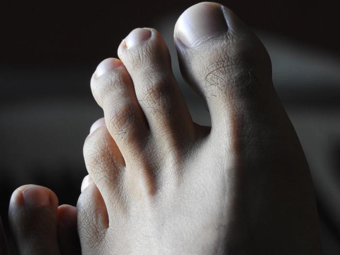 feet-2429438_960_720